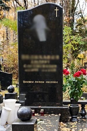 памятник фото на кладбище
