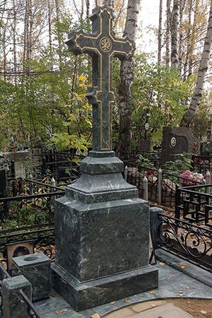 памятник с крестом из гранита фото