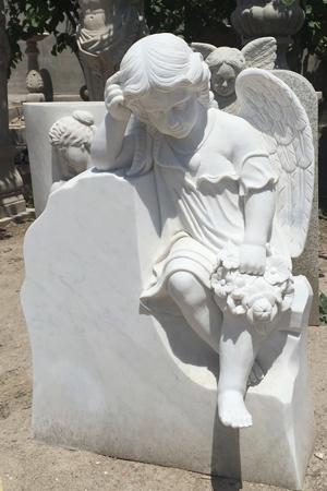 фотография памятника с ангелом