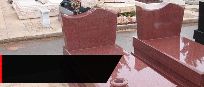 розовый памятник